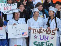 """Diputados aprueban reforma para revalidar estudios de """"dreamers"""" deportados"""