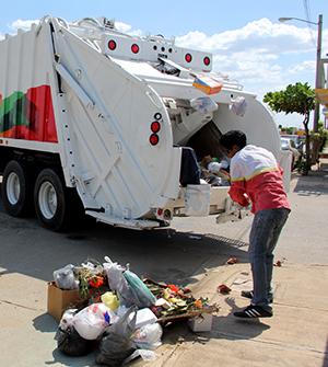 ¡La basura, presidente!