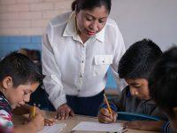 Baja California impulsa educación básica para niños migrantes