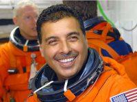 Neri Vela no es el único astronauta mexicano, corrige José Hernández a AMLO