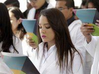 En 8 años aumentó en 43 mil el número de estudiantes de medicina en México