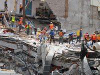 70924240. México, 24 Sep. 2017 (Notimex-Francisco Estrada).- Continúan los trabajos de remoción de escombros por rescatistas internacionales, nacionales y voluntarios en el edificio colapsado de Álvaro Obregón 286 en la colonia Roma por el sismo del 19 de septiembre. NOTIMEX/FOTO/FRANCISCO ESTRADA/FEM/DIS/SISMO17